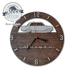 Часы из дерева в ассортименте